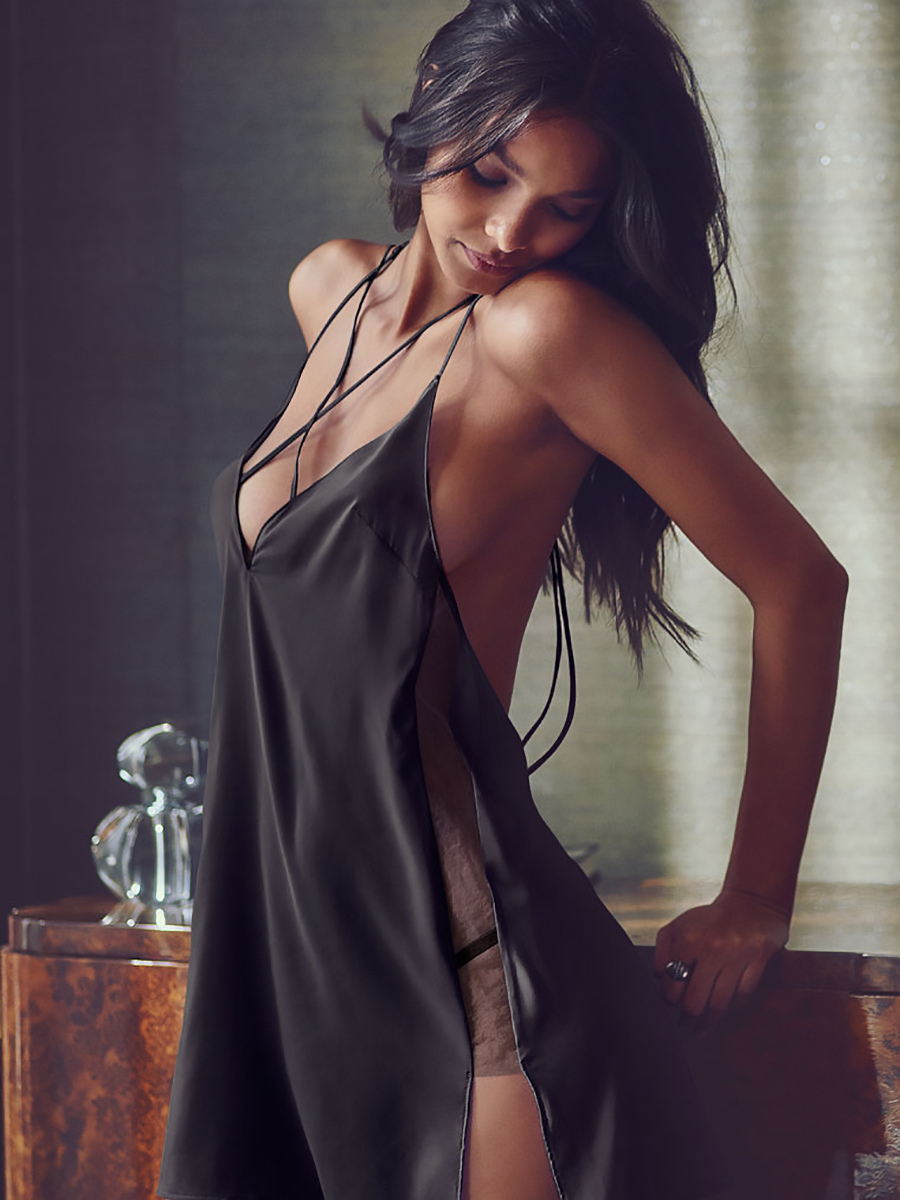 Фото девушек с глубоким вырезом на груди 1 фотография