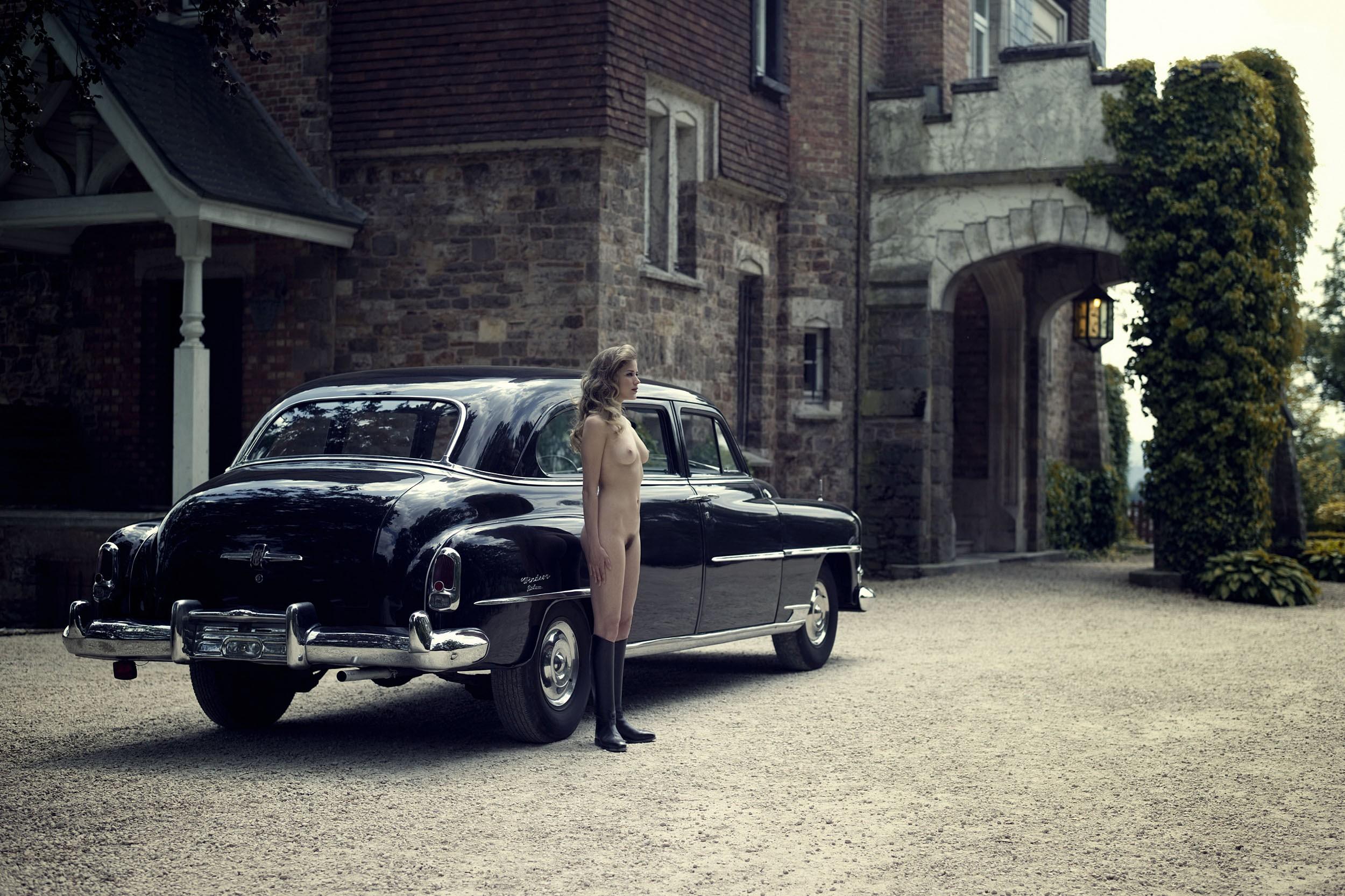 Ретро автомобили и голые женщины 6 фотография