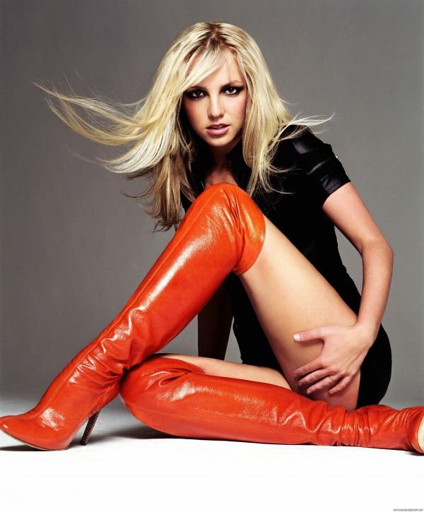 Go Britney Spears Pics - GQ UK November 2003 (32 фото)