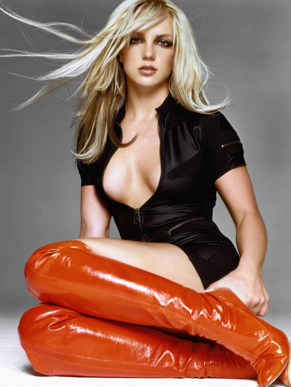 Go Britney Spears Pics - GQ UK November 2003 (32 фото)