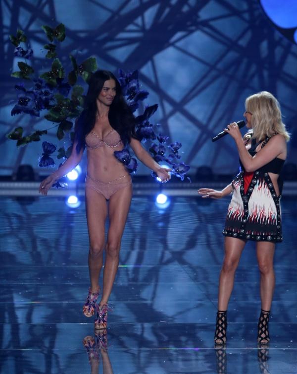 Victoria's Secret Fashion Show in New York November 10, 2015 (343 фото)