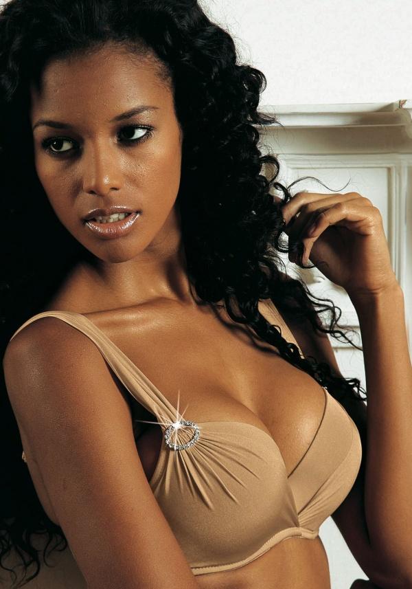 Vanessa-Fonseca - Lingerie-Shoots (54 фото)