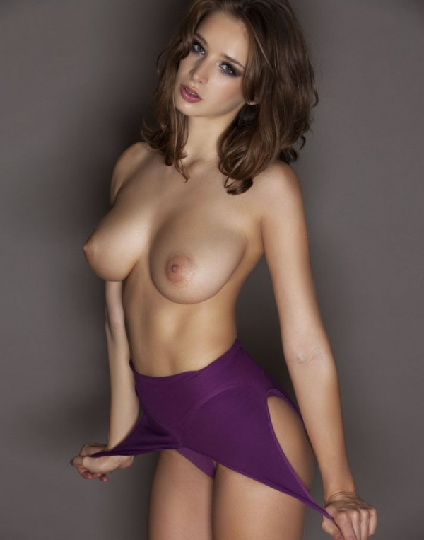 Emily Shaw topless in UHQ (20 фото)