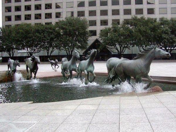 10 самых творческих статуй современности (10 фото)