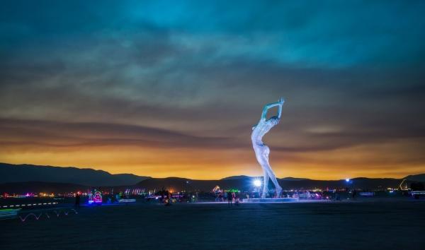Арт-объекты фестиваля «Burning Man» («Горящий человек») в пустыне Блэк-Рок (Невада, США) (10 фото)