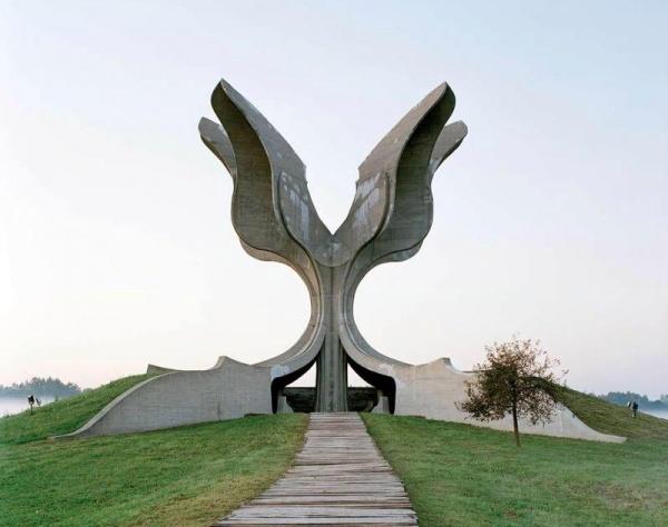 Заброшенные монументы социалистической Югославии от бельгийского фотографа Jan Kempenaers (9 фото)