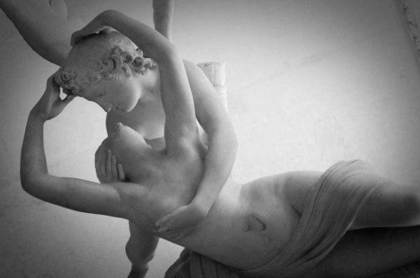 Любовь, заключенная в камень (9 фото)