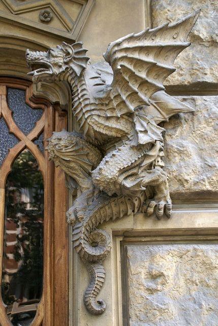 Мифические существа в архитектуре (10 фото)