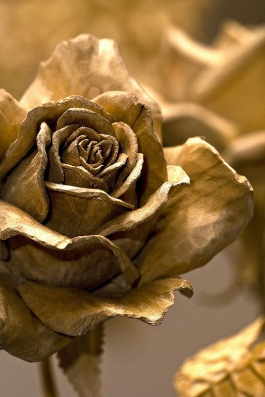 Розы из дерева (5 фото)