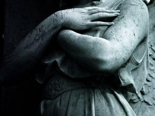 Руки скульптур (9 фото)