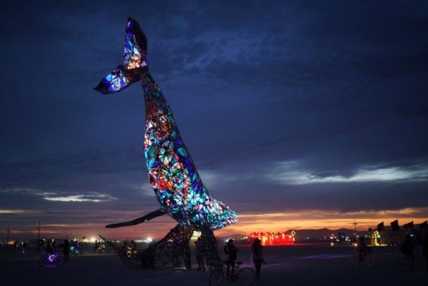 Самые впечатляющие арт-инсталляции фестиваля Burning Man 2016 (10 фото)