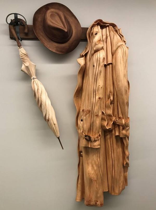 Скульптур Loris Marazzi. В доме деревянных вещей (10 фото)