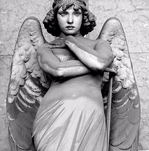 Скульптура Ангел Воскресения (6 фото)