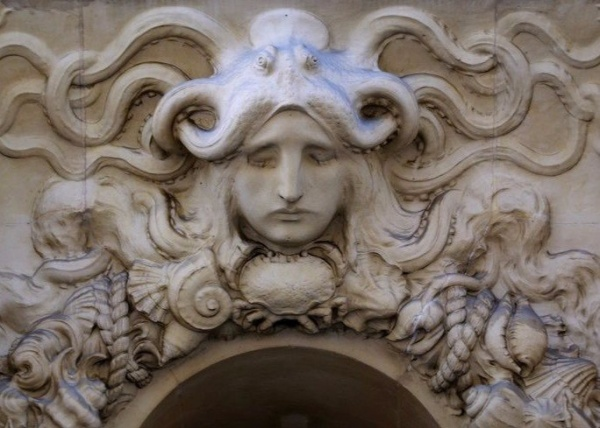 Скульптура в архитектуре Парижа (6 фото)