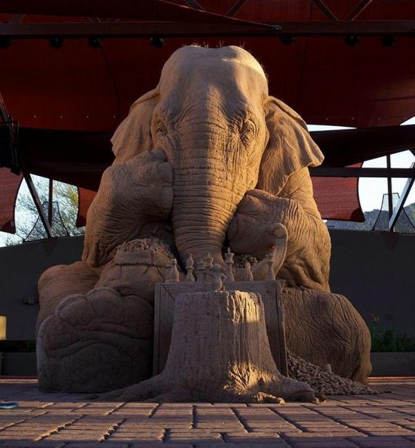 Скульптура из песка. Художник Ray Villafane и Sue Beatrice (8 фото)