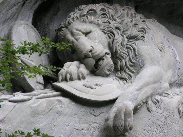 Скульптура Лев (3 фото)