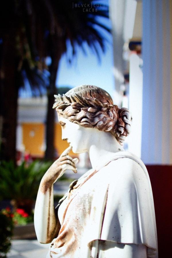 Скульптуры дворца Ахиллион на острове Керкира, Греция (5 фото)