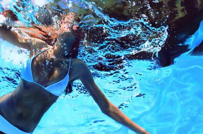 Невероятно реалистичные картины купающейся девушки (13фото)