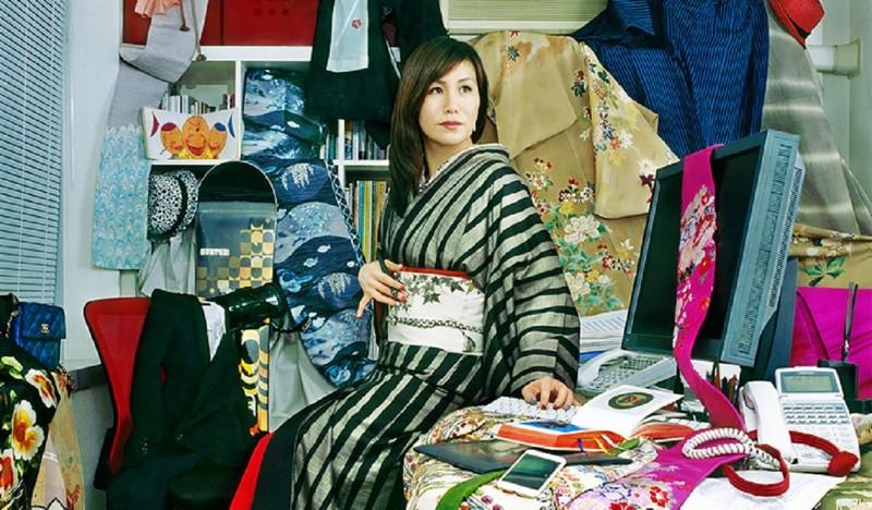 Японский фотограф 15 лет снимает портреты людей и их вещей (9фото)