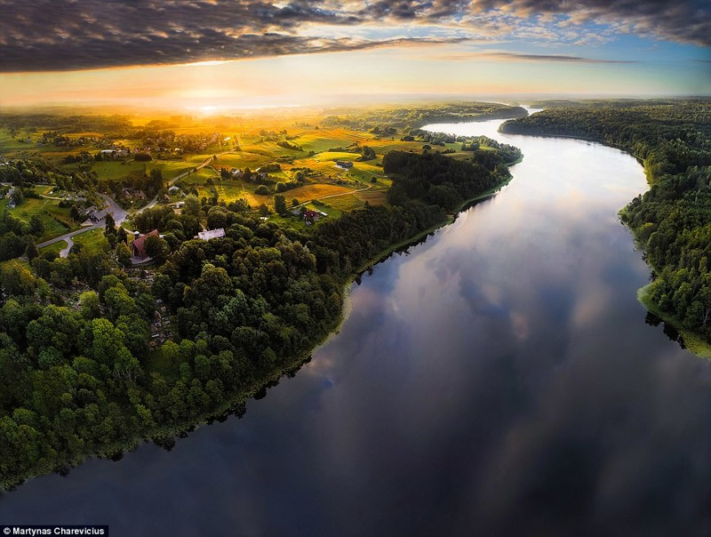 Высокое искусство аэросъемки: литовские пейзажи (19фото)