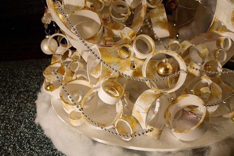 Креативная рождественская ёлка из старой шины и трубок ПВХ (13фото+1видео)