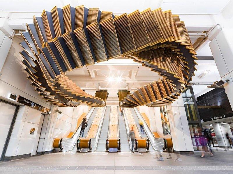 80-летний эскалатор превратился в произведение искусства (10фото)