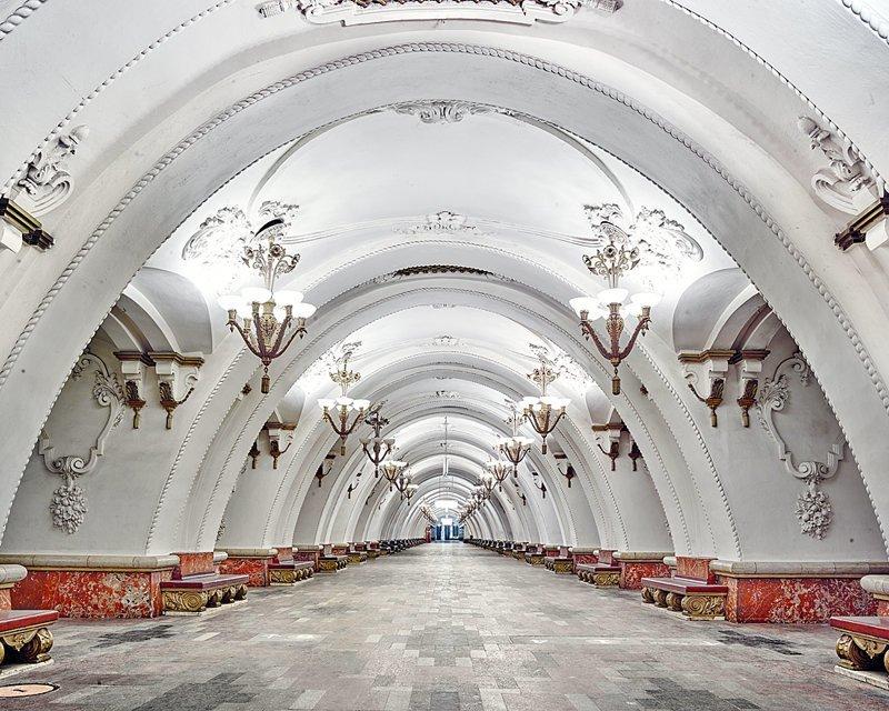 Фотограф показал всю роскошь российских станций метро без людей (20фото)