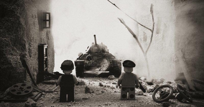 Исторические моменты Венгерского восстания 1956 года, реконструированные с LEGO (6фото)