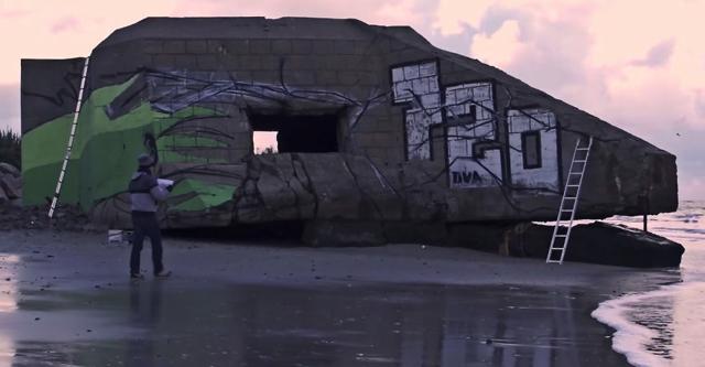 Художник сделал из заброшенного здания на пляже настоящее произведение искусства