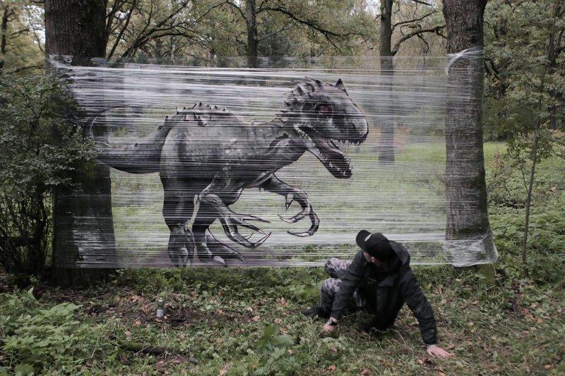 Пищевая пленка в качестве холста для граффити в лесу (6фото+1видео)