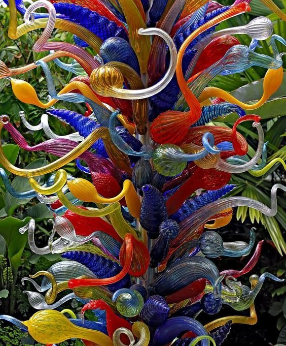 dale chihuly essay This paper is a formal analysis of the art work, fiori di como the artist of this work is dale chihuly and he is assisted by artisans in the creation of his blown glass pieces.