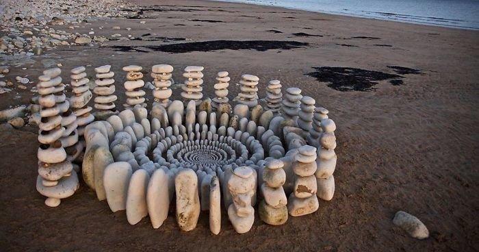 Художник тратит часы своего времени, создавая из природных объектов потрясающие мандалы (19фото)