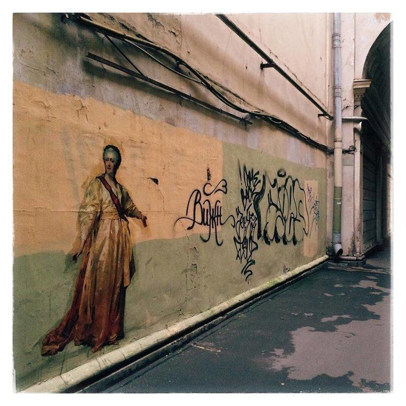 Петербургская художница украшает дворы Питера копиями произведений мировой живописи (6фото)