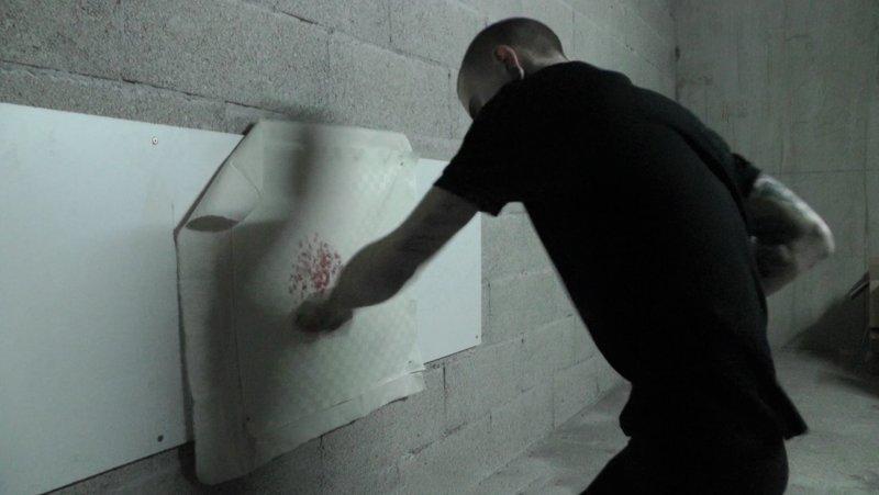 Парень рисует картины очень необычным способом (6фото)