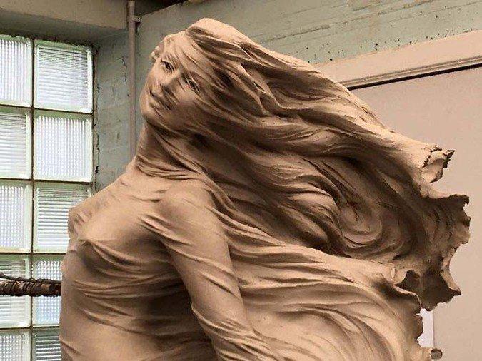 Скульптор создала сексуальную и поразительно реалистичную статую девушки (16фото)