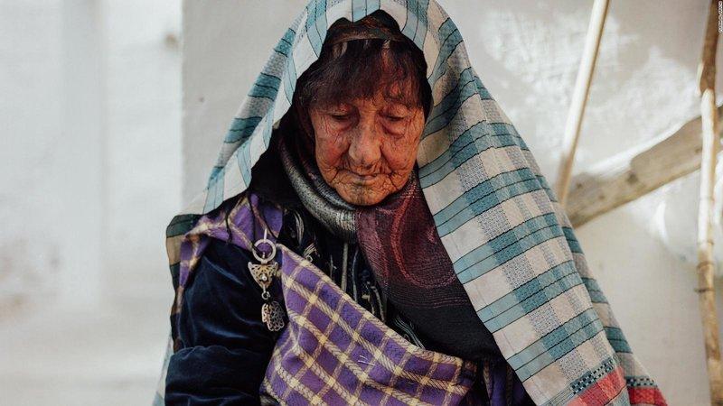Фотограф сняла татуировки бабушек Востока. И они всё ещё выглядят круто — даже на лице! (16фото)