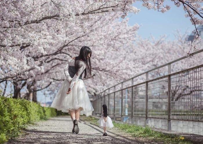 Японка фотографируется со своей кукольной копией - и это очень красиво (30фото)