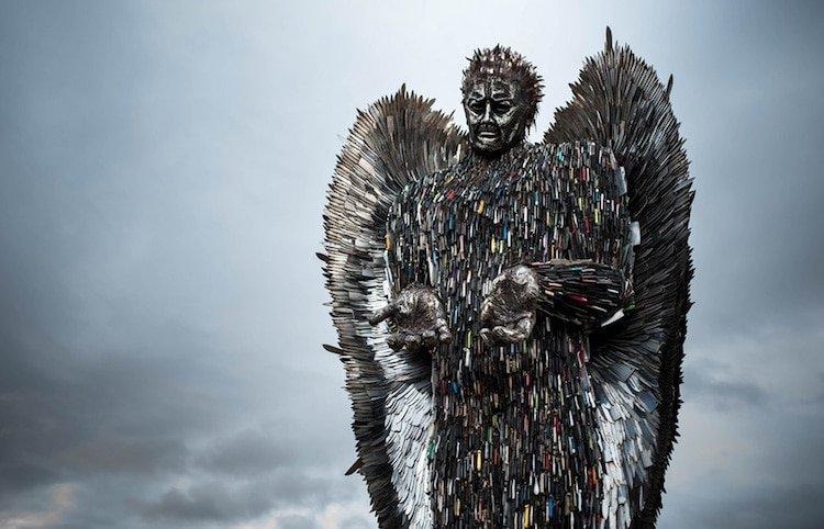 Скульптура ангела из 100 тысяч ножей, конфискованных полицией (12фото)