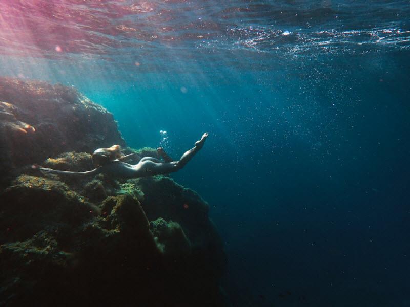 Обнаженные молодые девушки в фотопроекте Кейт Беллм «Подводный мир» (26 фото)