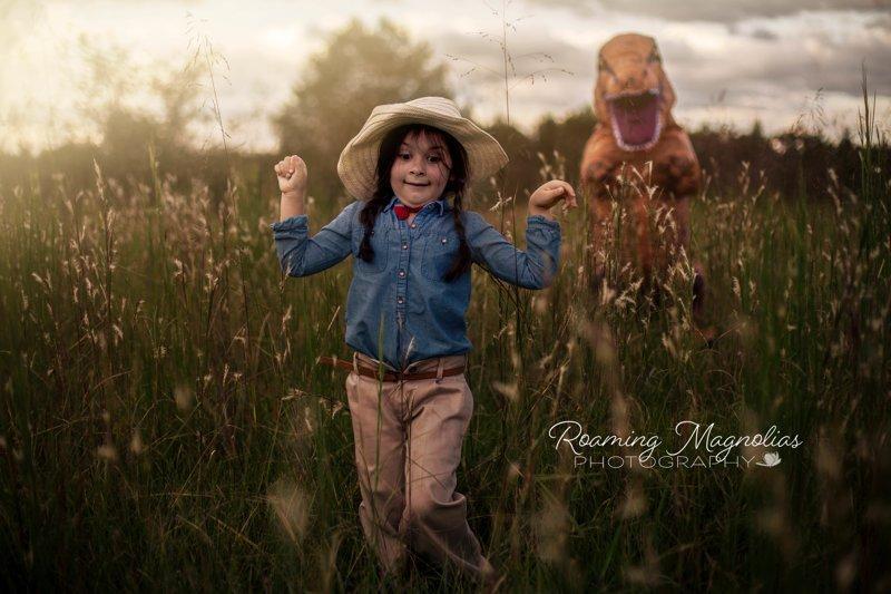 Мальчик, страдающий аутизмом, согласился фотографироваться только в костюме динозавра (15фото)