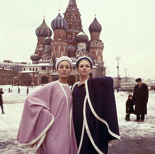 Фото Москвы в 1965 году с гостьями из будущего (15фото)