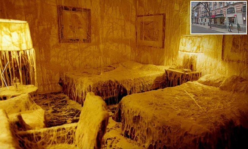 Художник оформил гостиничный номер для любителей сыра (6фото)