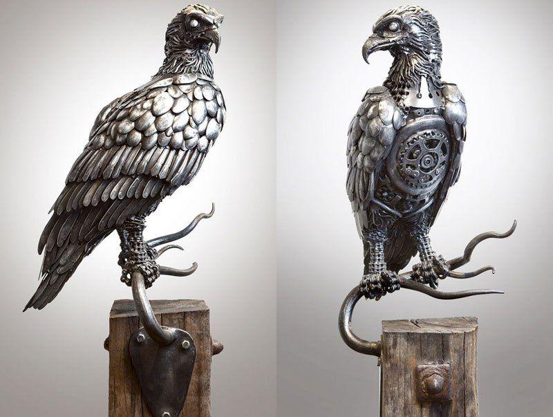Поразительные скульптуры животных и фантастических существ из выброшенного металлолома (12 фото)