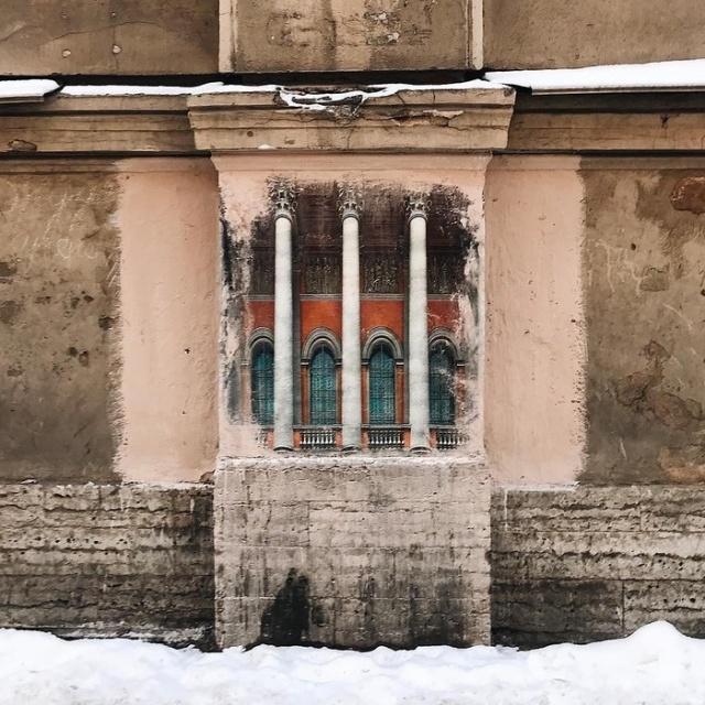 Жители Санкт-Петербурга восстановили закрашенные коммунальщиками граффити (4 фото)