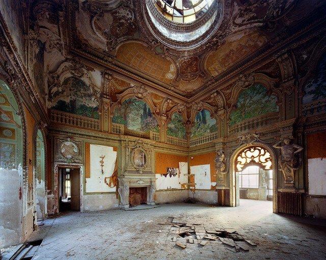 Следы великолепия заброшенных итальянских вилл в фотографиях Томаса Джориона (33фото)