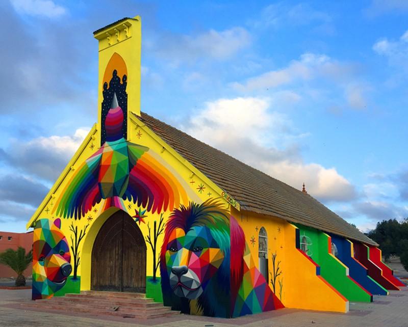 Уличный художник украсил яркими граффити стены заброшенной церкви в Марокко (9фото)