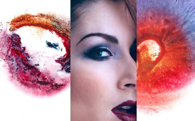 Художник делает картины с помощью грудей и вагин своих натурщиц (11фото)