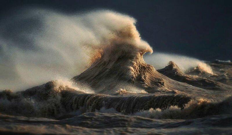Жидкие горы: 14 ошеломительных снимков разъяренного озера Эри (15фото)