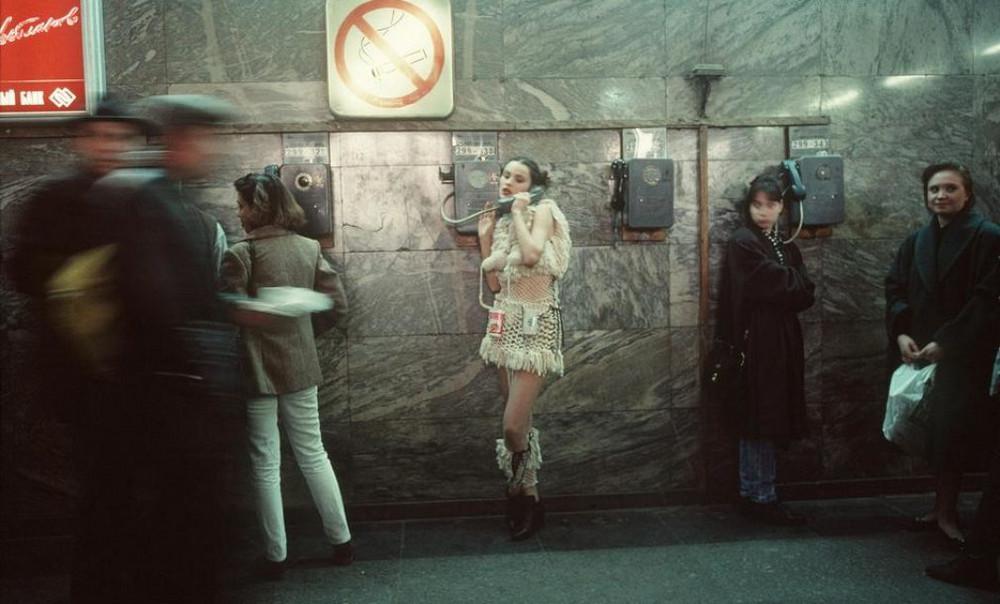 Лихие 90-е в России глазами французского фотографа Лиз Сарфати (30 фото)