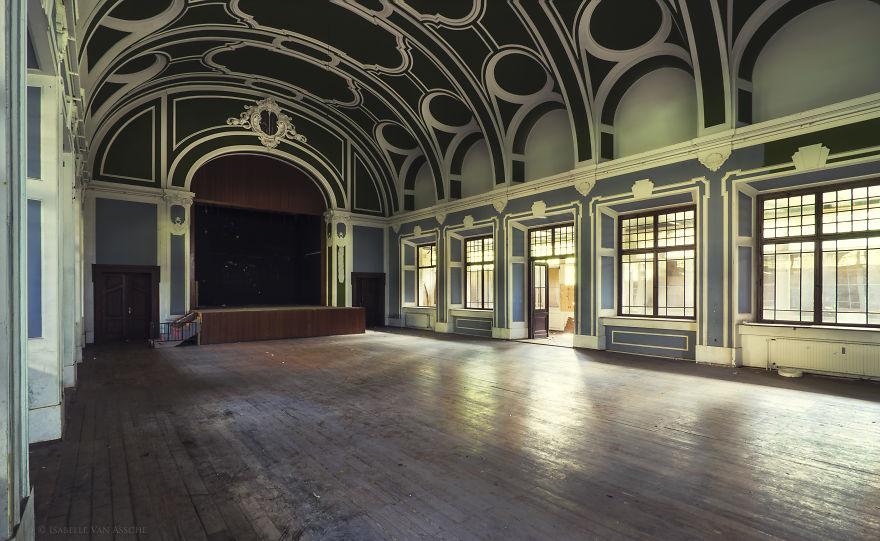 Заброшенные танцевальные залы в Германии (30 фото)